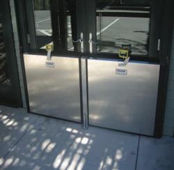 FB33 flood protection door barrier
