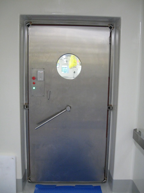 Presray D4DQA laboratory door with mechanical seals.